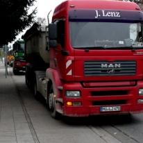 21.11.2013: Refugio Pasing Bouwfonds: Liefer Lkw blockiert Radweg