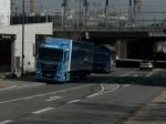 29.4.2015: Pasing Arcaden: Zwei Lkws blockieren Radweg