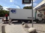 18.8.2014: Pasing Arcaden: Lkw blockiert Rad- und Fußweg mit Ladebordwand