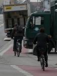 4.3.2014: Pasing Arcaden: Radweg zugeparkt,